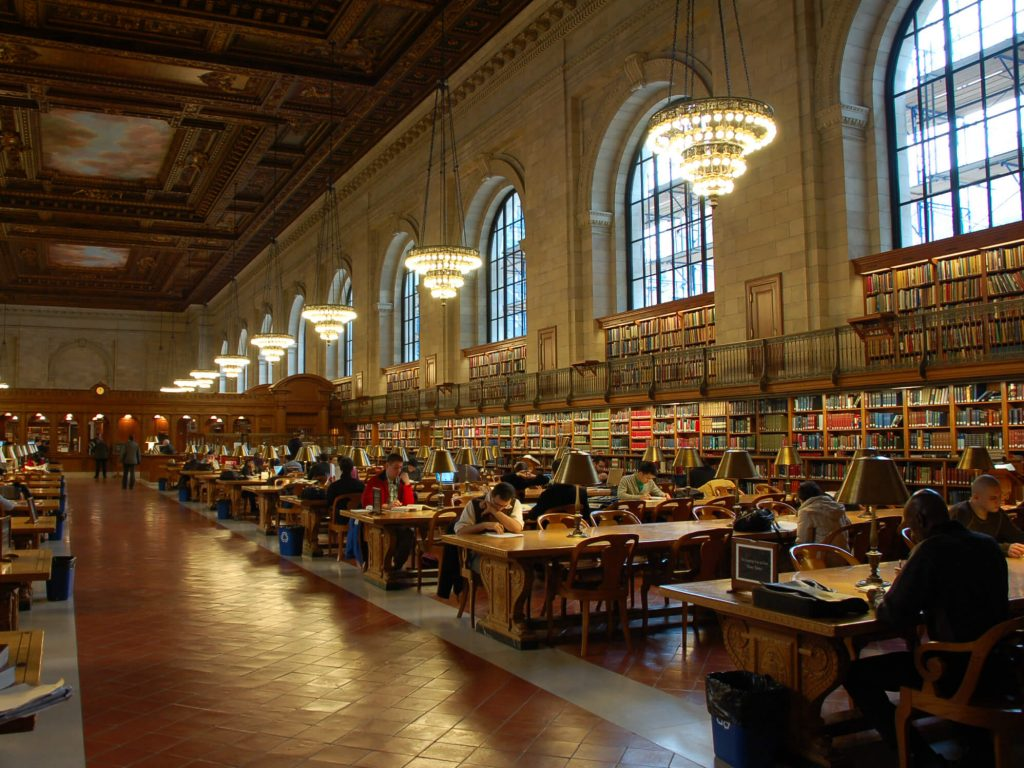 A library full of people studying.